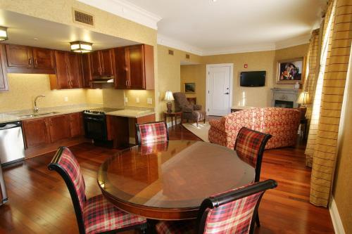 Charley Creek Inn - Wabash, IN 46992