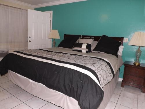 Eamon James Apartments & Suites Photo