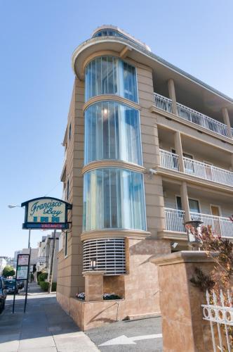 Book Cheap Hotels Near 3110 Octavia St San Francisco Triphobo