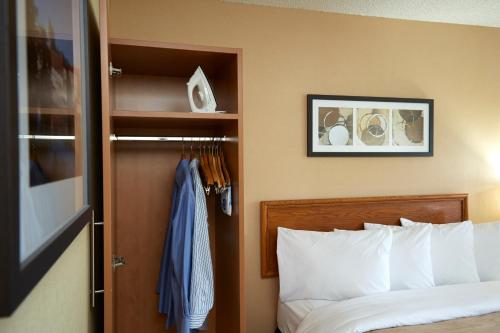 Comfort Inn Kenora - Kenora, ON P9N 1L9