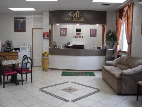 Canterbury Inn & Suites - Parsons, KS 67357