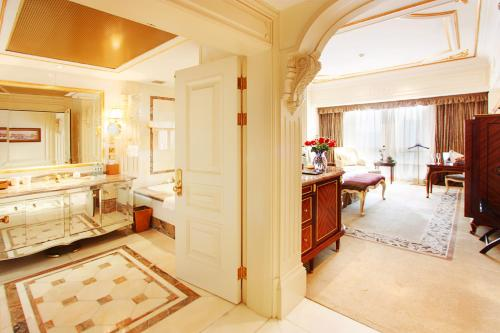 Legendale Hotel Beijing photo 19