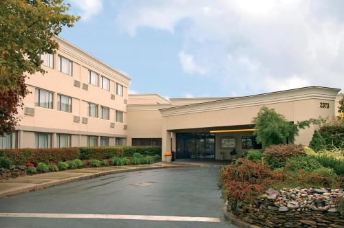 Ramada By Wyndham Toms River - Toms River, NJ 08755