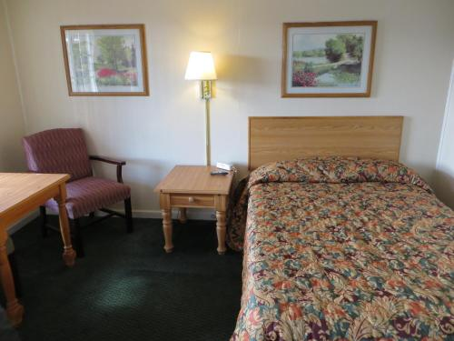 Pine Crest Motor Lodge - Holly Springs, GA 30115