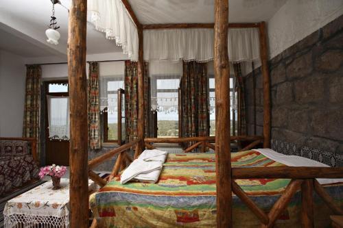 Berceste Hotel, Sokakagzi