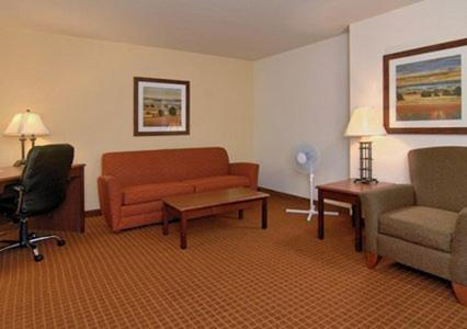 Rodeway Inn & Suites Hoisington - Hoisington, KS 67544