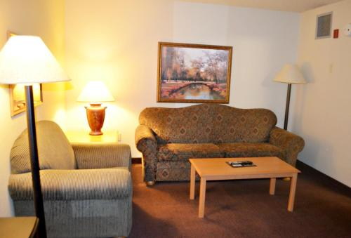 Fossil Creek Hotel & Suites