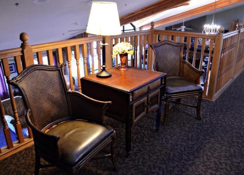 Fossil Creek Hotel & Suites - Russell, KS 67665