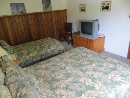 A Tamarack House - Ucluelet, BC V0R 3A0
