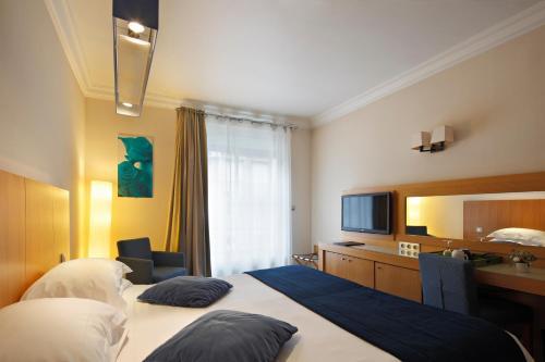 Westside Arc de Triomphe Hotel photo 40
