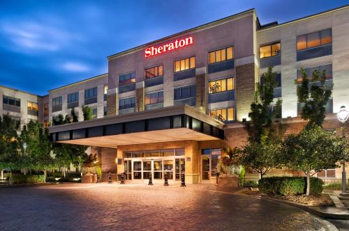 Sheraton Hotel Minneapolis Midtown Photo