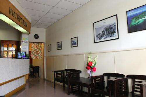 Victoria Hotel and Hostel photo 7
