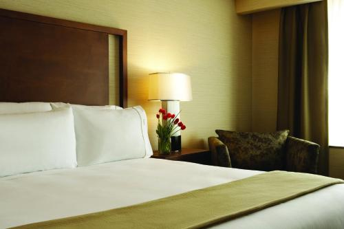 Holiday Inn Express Hotel & Suites Vaughan-southwest - Vaughan, ON L4H 0R2