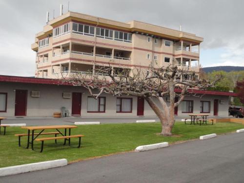 Apple Tree Inn Photo