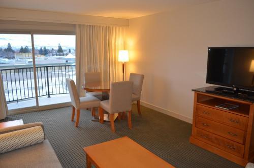 Coast Capri Hotel - Kelowna, BC V1Y 6E8
