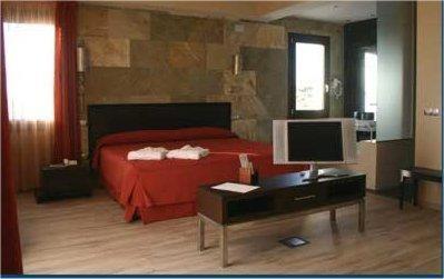 Superior Double Room Villa Nazules Hípica Spa 6