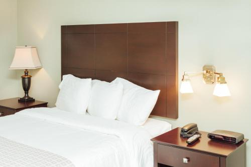The Grand Hotel Nanaimo - Nanaimo, BC V9T 4Z4