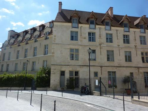 9 Rue des Gobelins, 75013 Paris, France.