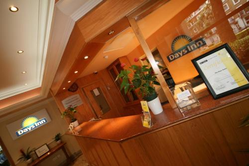 Days Inn Hyde Park photo 8