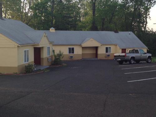 Colonial Village Motel - Doylestown, PA 18902