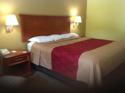Econo Lodge Picayune Photo