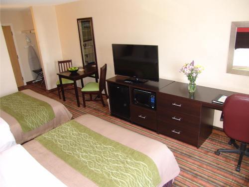 Comfort Hotel & Suites Peterborough Photo