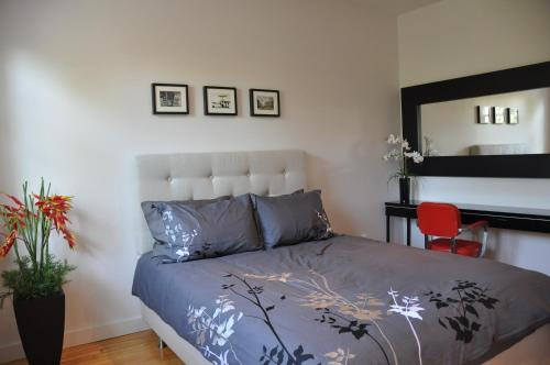 Hotels vacation rentals near jean talon market montreal for Cabin rentals in montreal canada