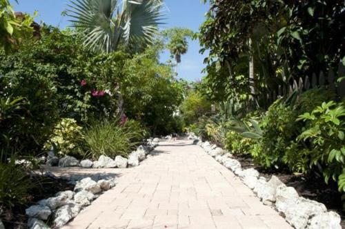 Sunrise Garden Resort in FL