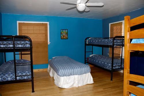 Auberge C'mon Inn Hostel