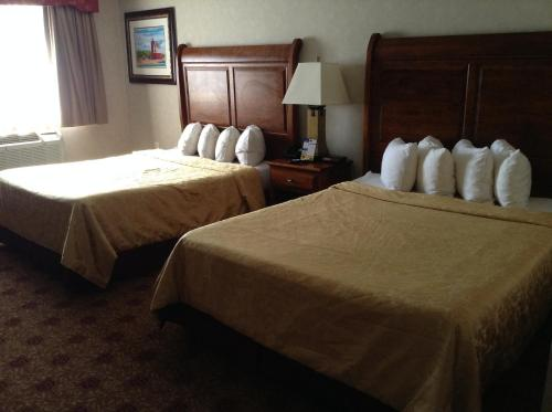 Hamilton Inn Select Beachfront - Carp Lake, MI 49701