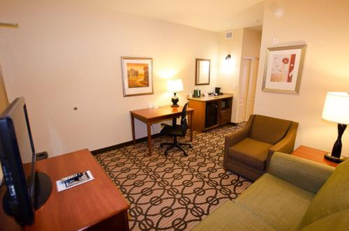 Holiday Inn Express & Suites Lagrange I-85 - La Grange, GA 30241