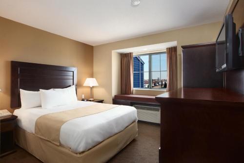Microtel Inn & Suites By Wyndham Marion/cedar Rapids - Marion, IA 52302