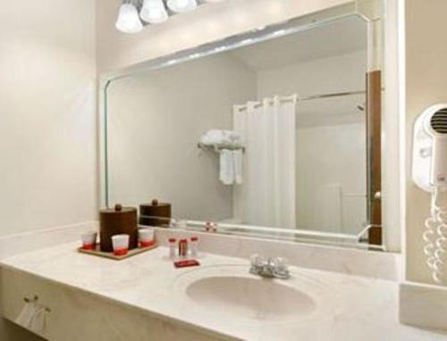 Comfort Inn & Suites Mccomb - McComb, MS 39648