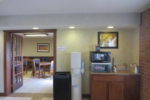 Baymont Inn & Suite Boone Photo