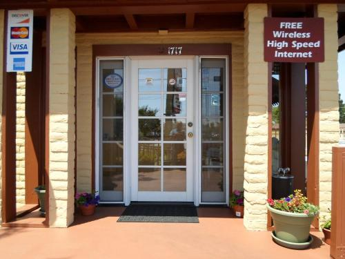 Hitching Post Studios Inn Photo