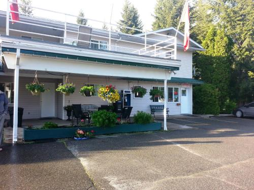 Clearwater Country Inn - Clearwater, BC V0E 1N1