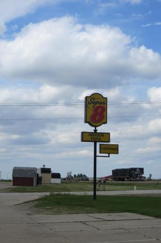 Super 8 Grinnell Photo