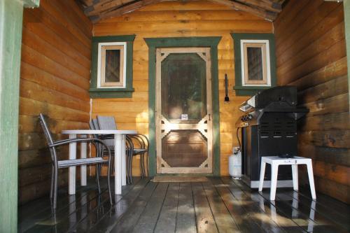 Fairmont Mountain Bungalows - Fairmont Hot Springs, BC V0B 1L1