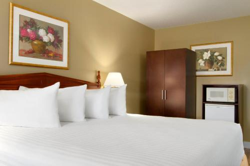 Days Inn By Wyndham Vernon - Vernon, BC V1T 8G4
