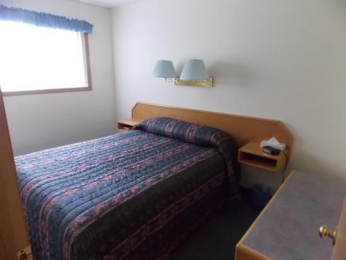 Blue River Motel - Blue River, BC V0E 1J0