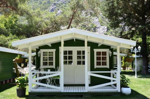 Cıralı Lukkies Lodge Cirali odalar