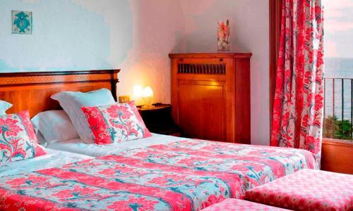 Classic Triple Room with Terrace and Spa Access Hostal de la Gavina GL 4