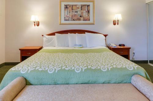 Days Inn And Suites Fullerton