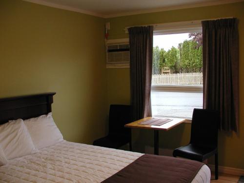 Almo Court Motel - Cranbrook, BC V1C 1C3