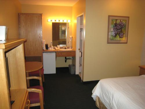 Days Inn and Conference Centre Penticton Photo