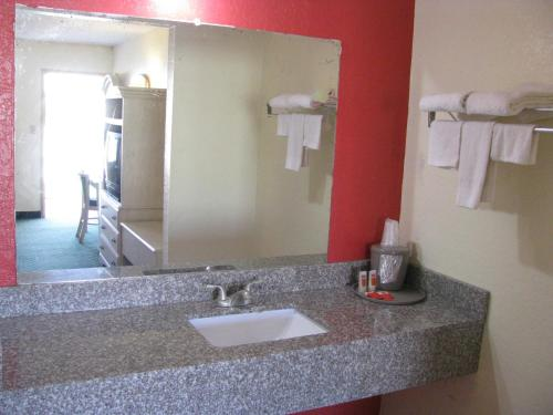 Red Carpet Inn Orlando - Orlando, FL 32808