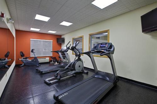 Country Inn & Suites By Radisson Cincinnati Airport Ky - Hebron, KY 41048