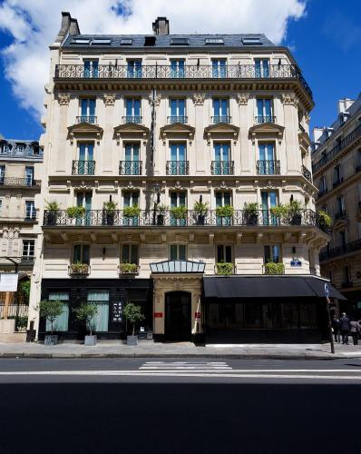 hotels vacation rentals near notre dame de lorette metro station france trip101. Black Bedroom Furniture Sets. Home Design Ideas