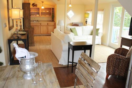 The Oak Bluffs Inn Photo
