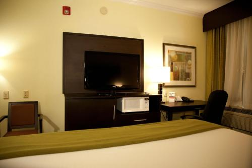 Holiday Inn Express Hotel & Suites Houston North Intercontinental Photo